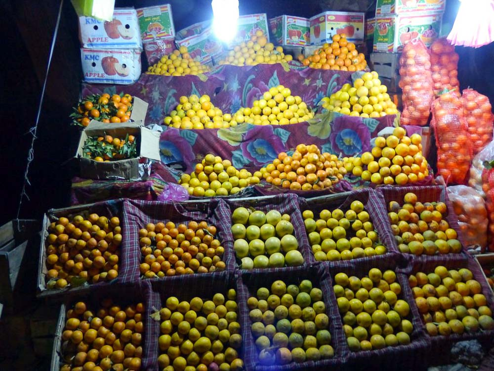 We stopped at this roadside stand to stock up on oranges for the long ride home to Lahore.
