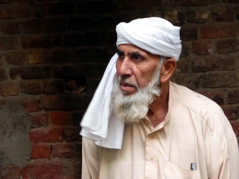 Mr. Anayat Ali, master wool dyer.