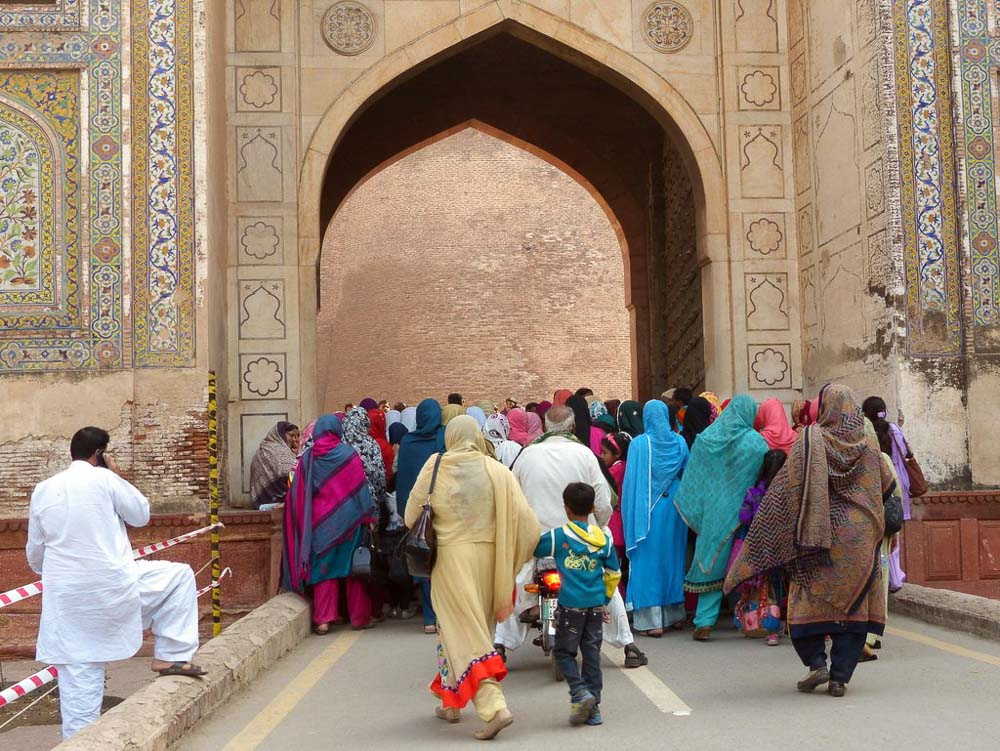 People crowding though the main gate of the Lahore fort.