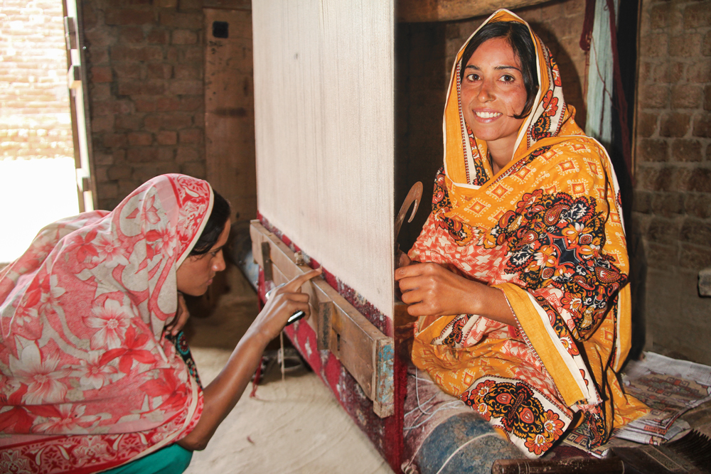Bunyaad rug knotter Parveen