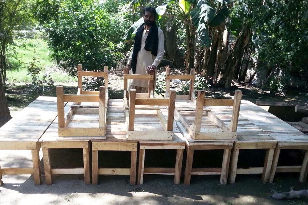 Loading-Loom-Seats-in-Narrowal