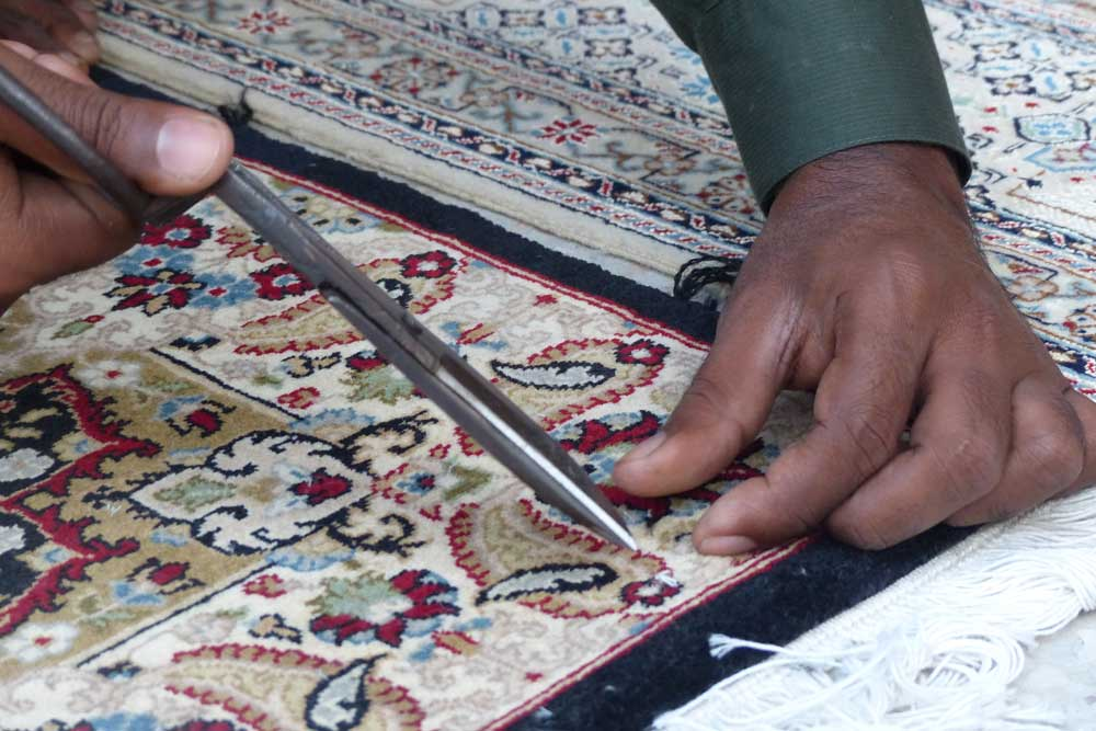Cutting the Weft thread