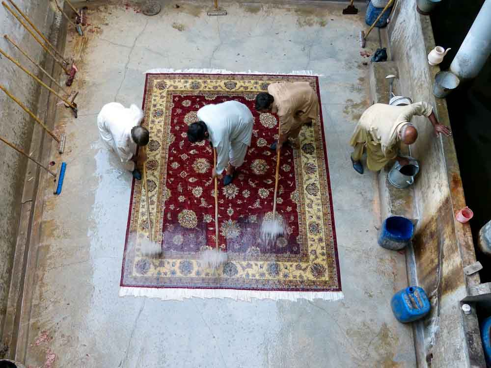 When the rug looks pretty clean it gets dowsed again and gets a good washing with soap.