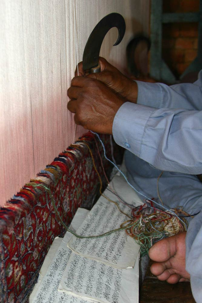 rug-production-04-knotting-03