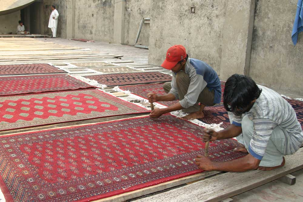 Rug Production 07 Stretching 01